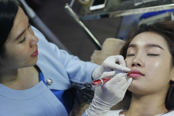 Phun môi tại Thẩm mỹ viện Miss Tram Natural Beauty Center