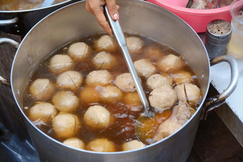 Bánh canh bò viên Nguyễn Văn Nguyễn quận 1