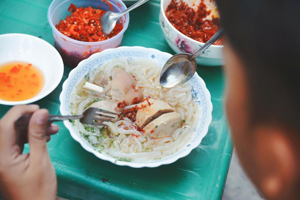 Bánh canh bò viên Nguyễn Văn Nguyễn