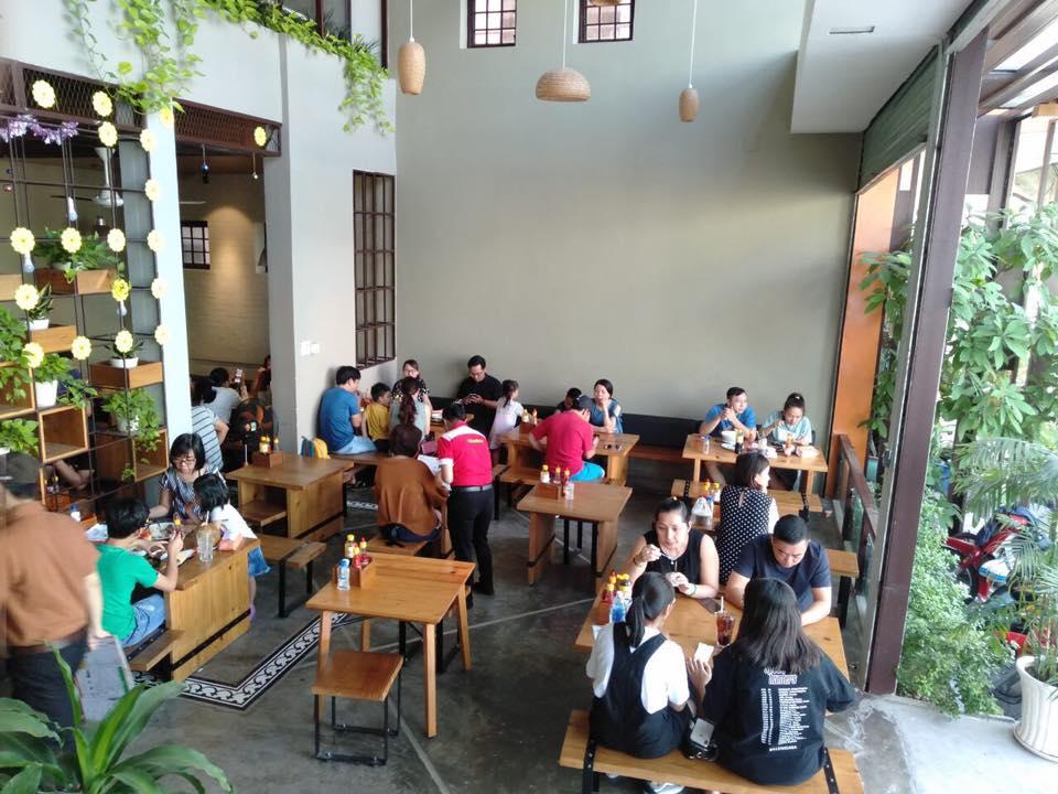 Không gian nhà hàng Hai Con Bò Beefsteak 1