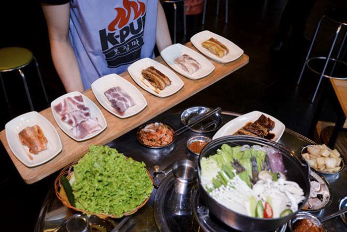 nhân viên K-Pub - Korean BBQ Garden