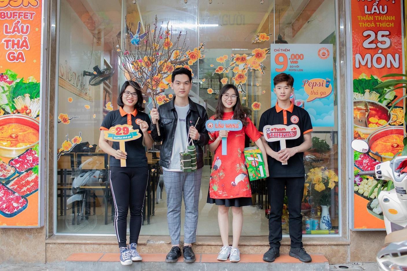 Đội ngũ nhân viên của Lẩu Wang- Vua Buffet Lẩu 3