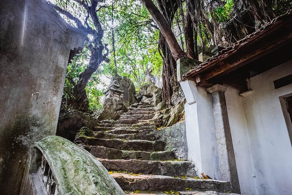 chùa vô vi - du lịch núi trầm
