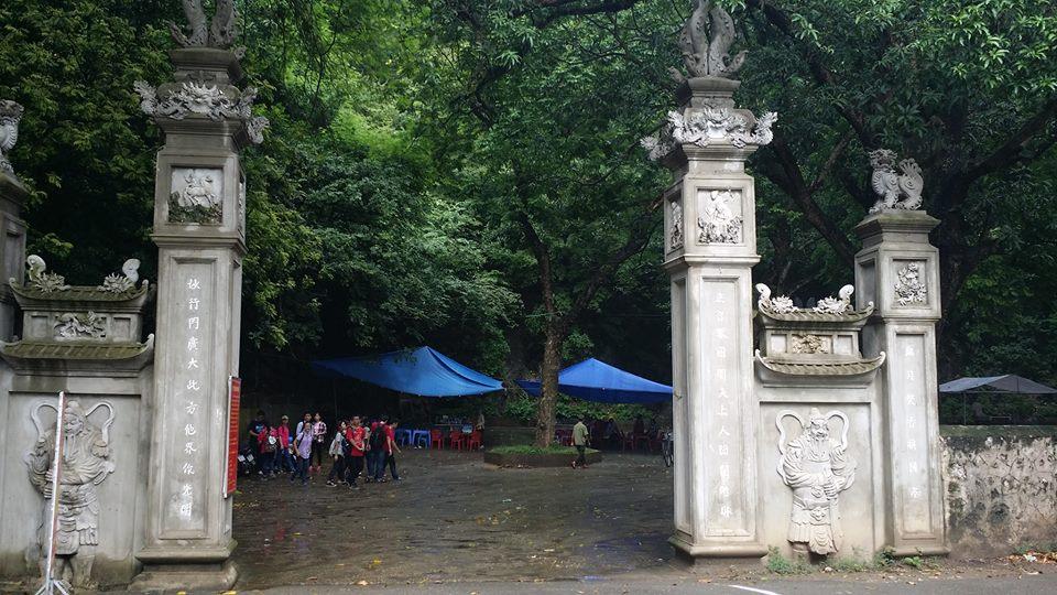 cổng chùa trầm