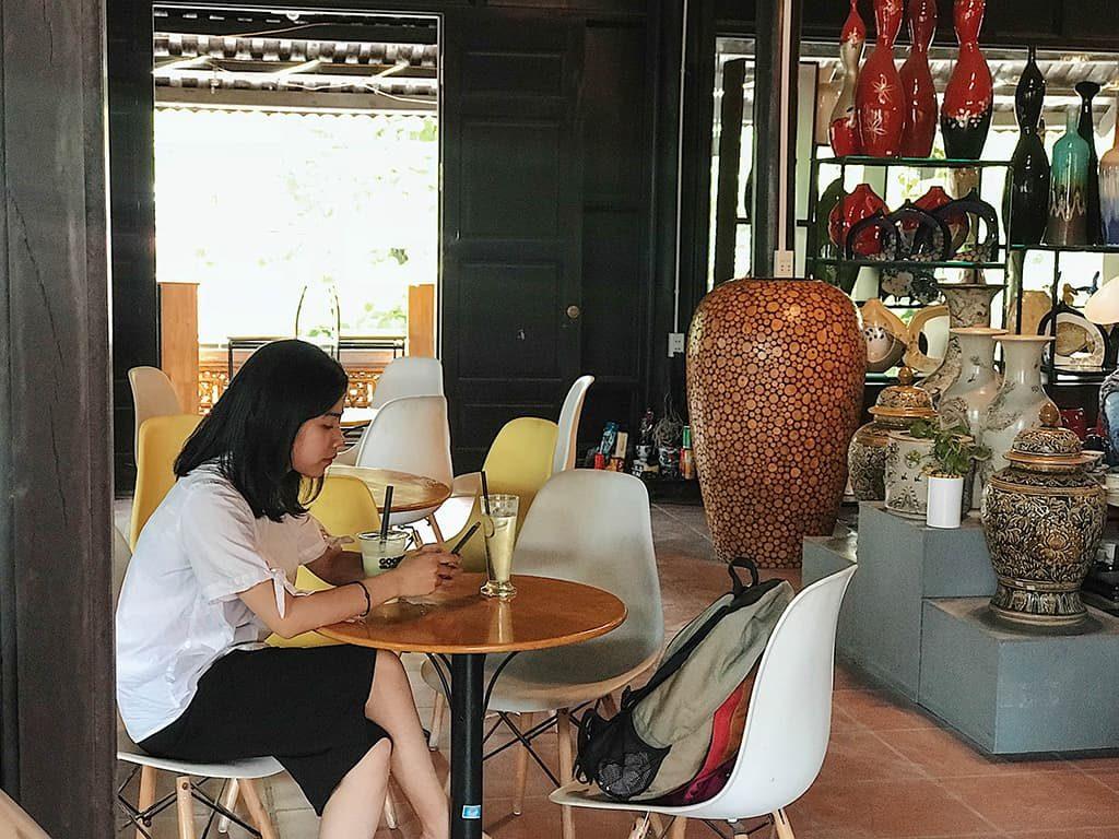 Quán cà phê phối cảnh gốm sứ đặc trưng