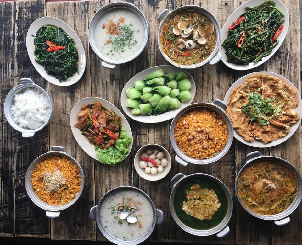 Hẻm quán - Nhà hàng đặt tiệc 20/11 ở Hà Nội