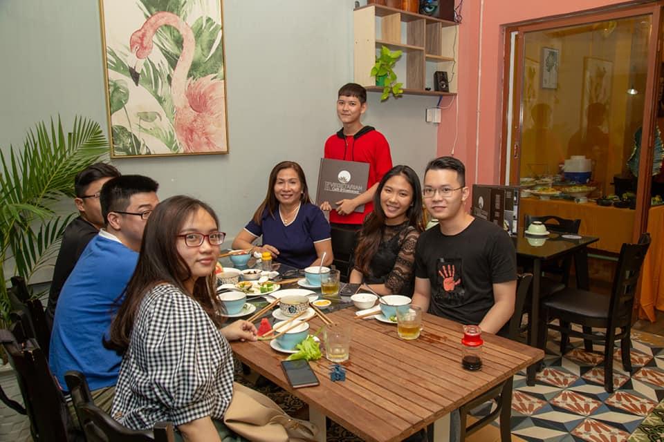 khách hàng kvegetarian restaurant&cafe