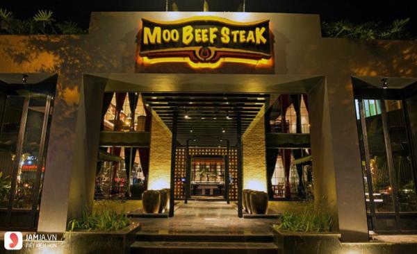 không gian nhà hàng rượu vang Moo Beef Steak