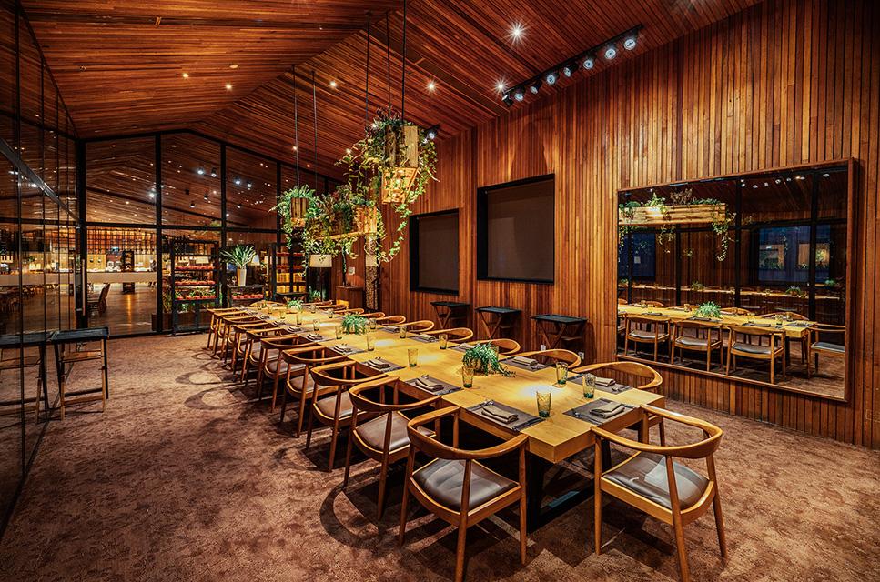 không gian The Log Restaurant nhà hàng liên hoan cuối năm sài gòn