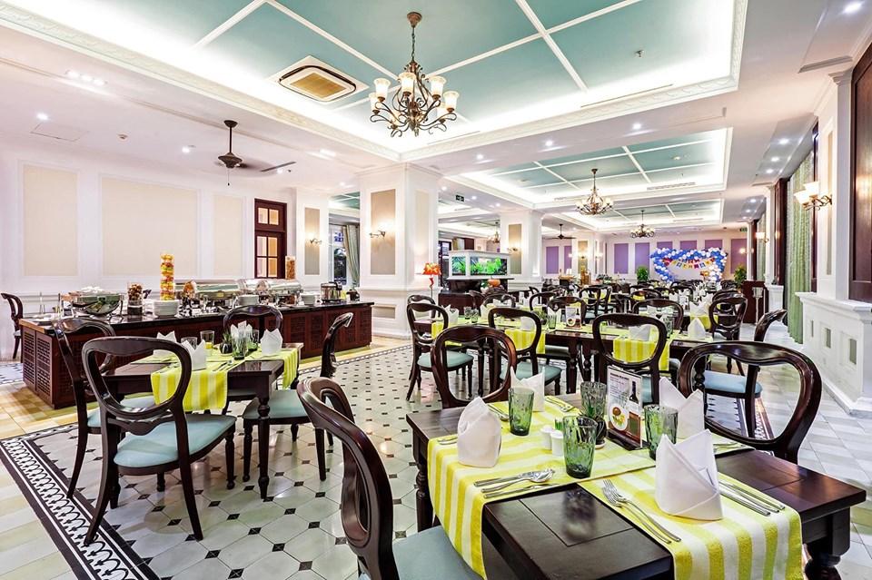 không gian Buffet Eit's Le Buffet & More – Becamex Hotel