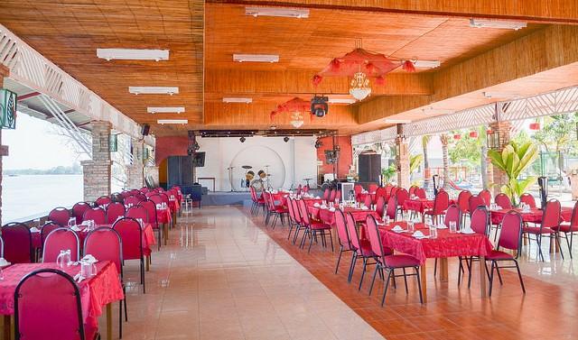 không gian Nhà hàng Điểm Hẹn Sài Gòn