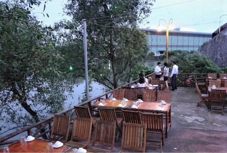 không gian Nhà hàng Gió Sông