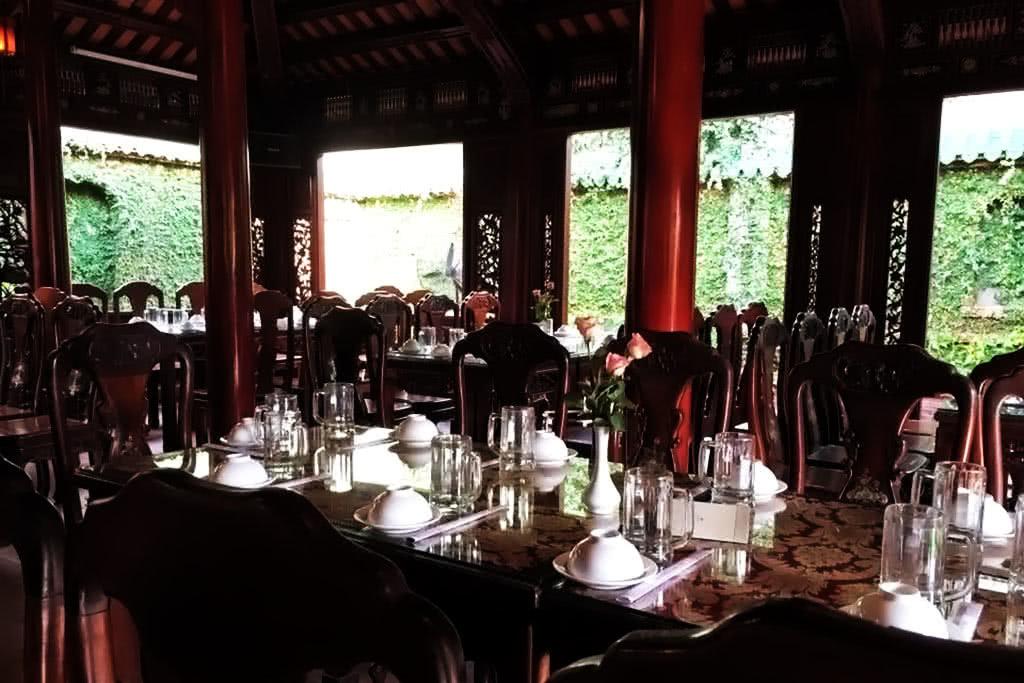 không gian Nhà hàng Thạch Hãn