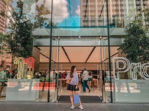 Ở Singapore cũng có rất nhiều địa điểm mua sắm nổi tiếng