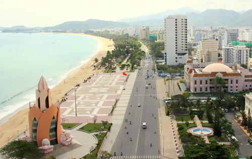 Đường Trần Phú giáp biển rất đẹp của Nha Trang
