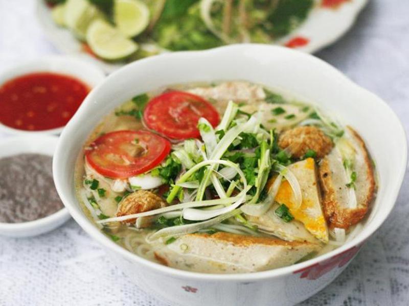 Món bún chả cá bạn không nên bỏ qua khi đến Nha Trang