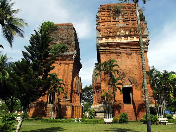 Tháp Chăm Quy Nhơn là điểm đến quen thuộc của nhiều du khách
