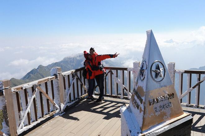 Chụp ảnh tại đỉnh Fansipan là điều không thể thiếu khi đến với Sapa