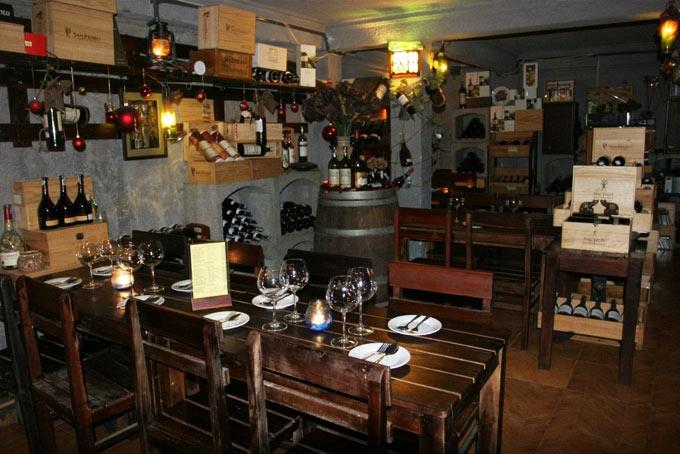không gian Hầm Rượu Vang Xuân Phương