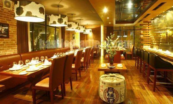 không gian nhà hàng Dìn Ký