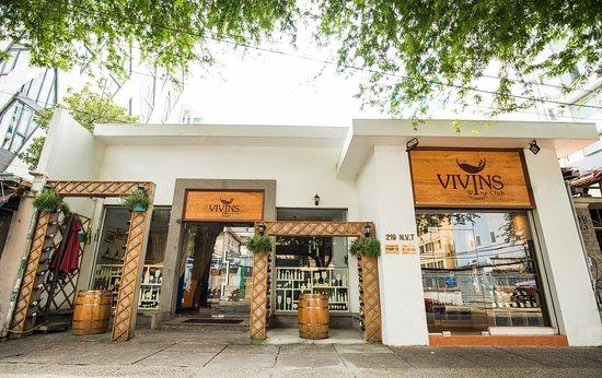 không gian Vivins Wine Club