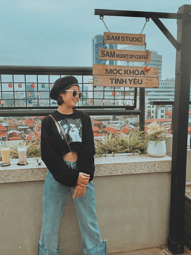 không gian Sam Rooftop Coffee
