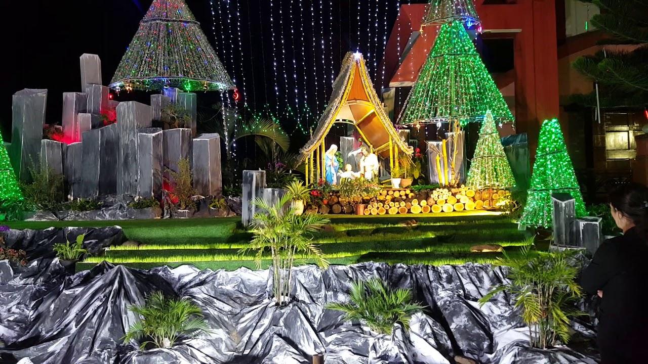 Hang đá Giáng Sinh có thác nước 2