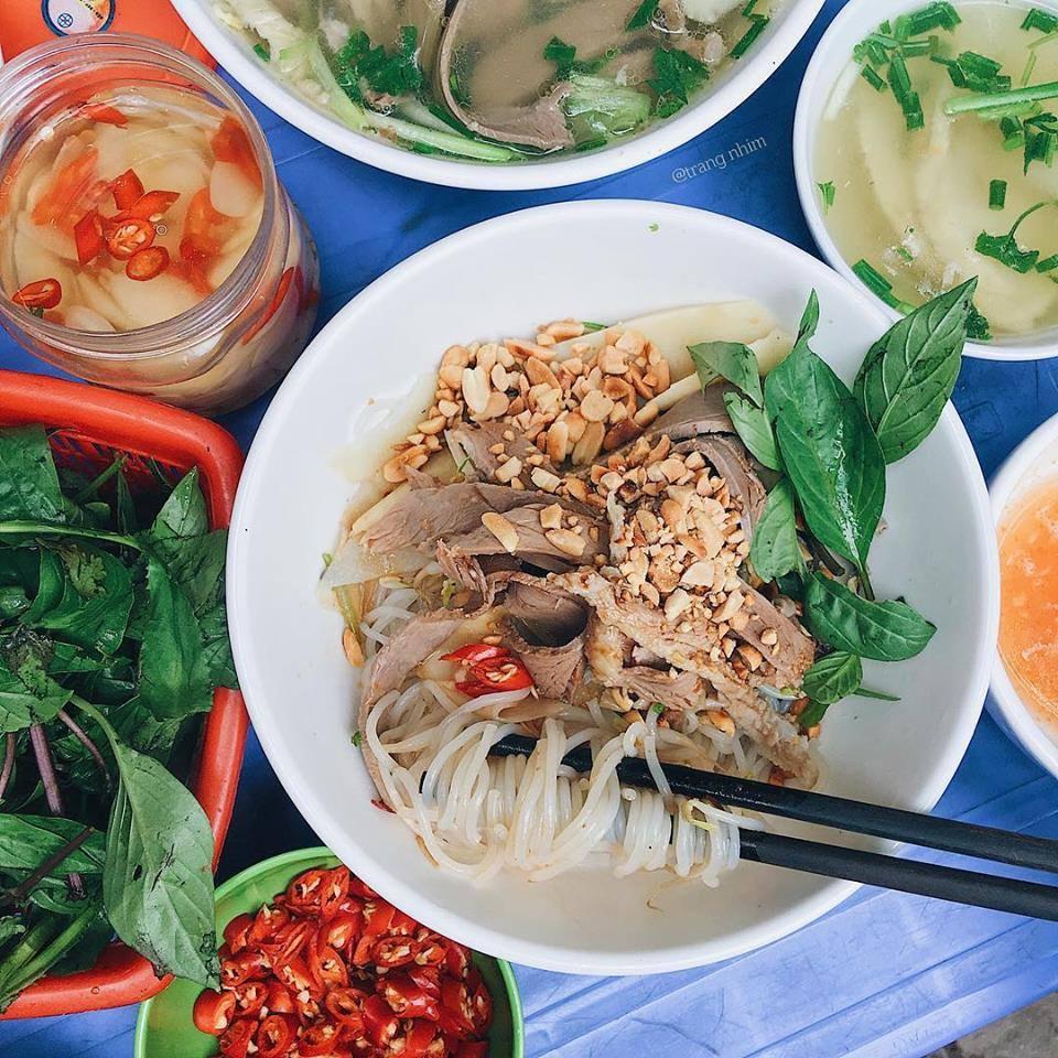 Địa chỉ quán bún trộn ngon Hà Nội níu chân thực khách sành ăn